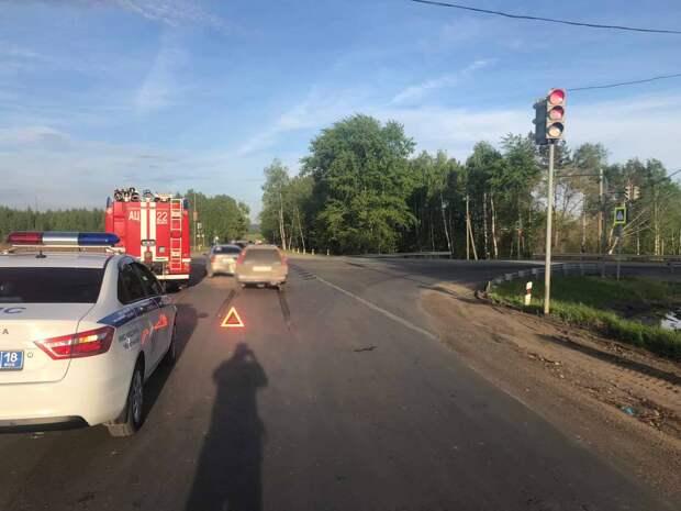 8-летний мальчик пострадал в ДТП с тремя автомобилями на трассе в Удмуртии