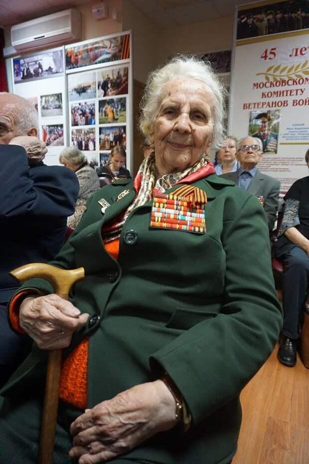 Чтобы помнили. В июле 2017 г. снайперу Антонине Александровне Котляровой  исполнилось 94 года