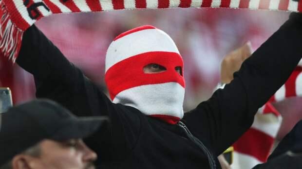 Фанаты «Спартака» избили комика, приняв его за болельщика «Зенита». Он даже не понял, за что ему досталось