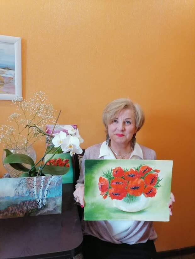 Пенсионеры из Лосинки освоили навыки масляной живописи