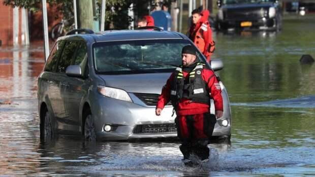 """Ураган """"Ида"""" обрушился на Нью-Йорк, вызвав историческое наводнение"""