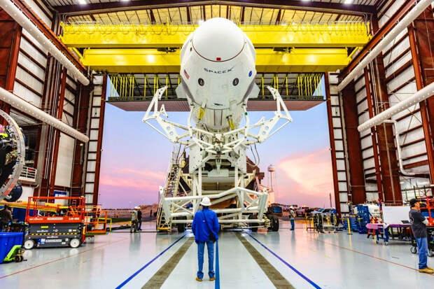 «Сотрудничать с НАСА – все равно, что ломиться в нарисованную дверь»