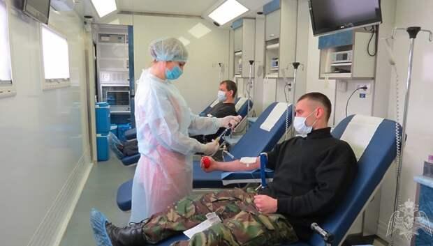 Около 70 росгвардейцев Подольска приняли участие в акции по сдаче крови