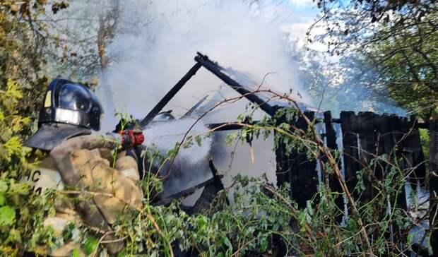 Три садовых дома сгорели на Цветочной в Ижевске