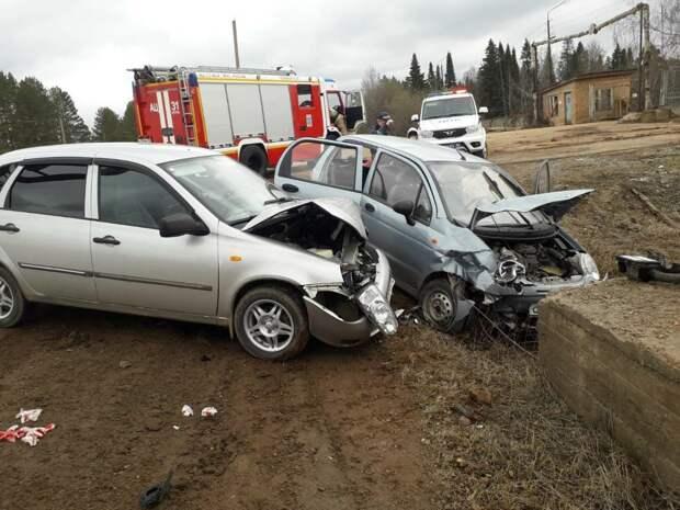 Четырех человек доставили в больницу после аварии в Игринском районе