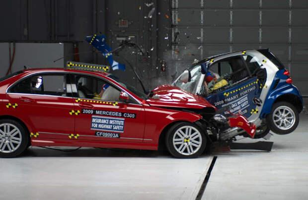 перед началом краш теста автомобиля