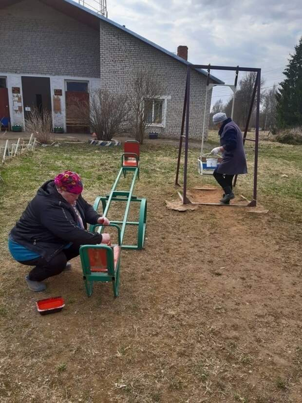 Жители Оленино вышли на субботник