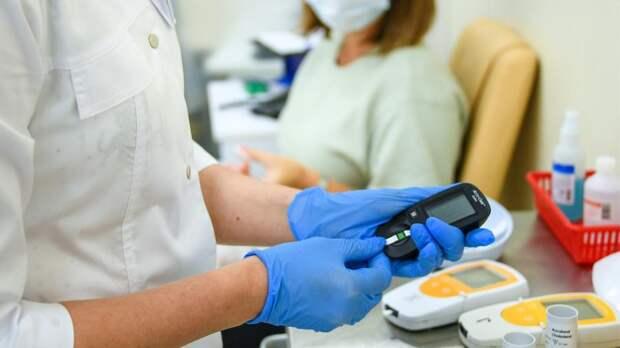 Врач посоветовала мониторить глюкозу для борьбы с последствиями лишнего веса