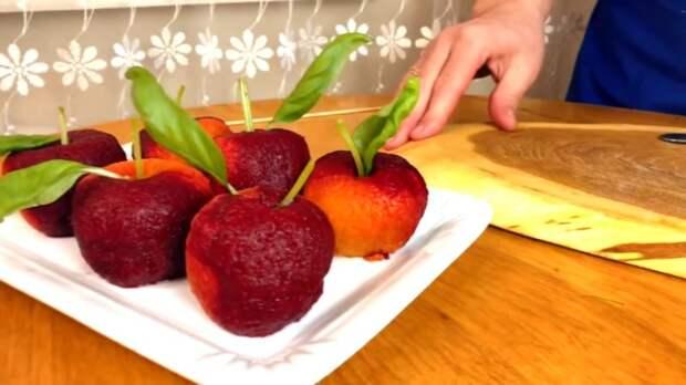 Удивите гостей на Новый год: супер-закуска «Райские яблоки»