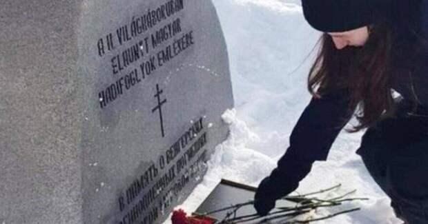 Памятники и цветы оккупантам? Прокуратура занялась делом о возложении цветов к могиле венгерских военнопленных в Орске