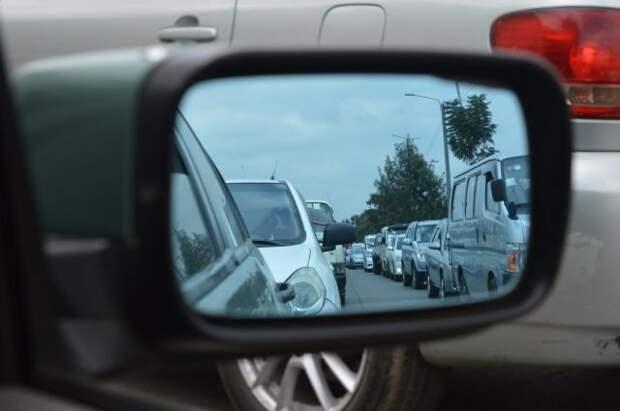 На границе европейских стран с Украиной встали в пробках сотни машин