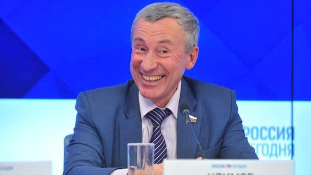 В Совфеде напомнили, как Лукашенко пытался «усидеть на двух стульях»