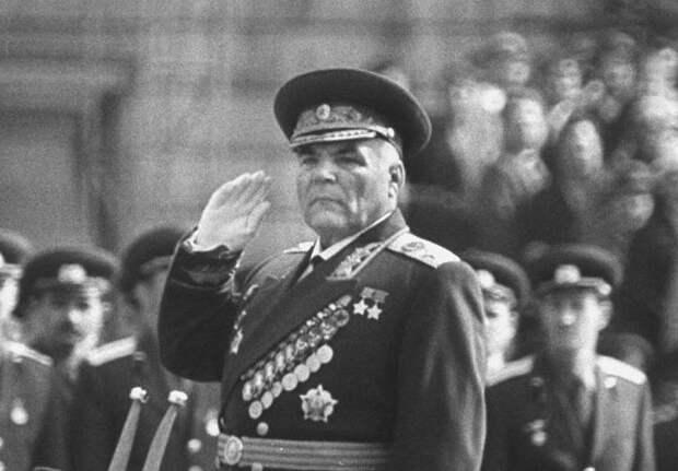 «Сталинград не надо было оборонять»: почему так сказал Малиновский