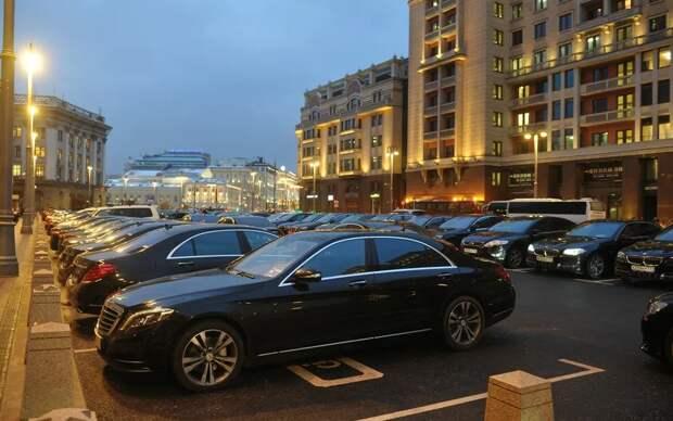 Бесплатное жилье в Москве, машина с персональным водителем, все оплачиваемо. Да, класс!