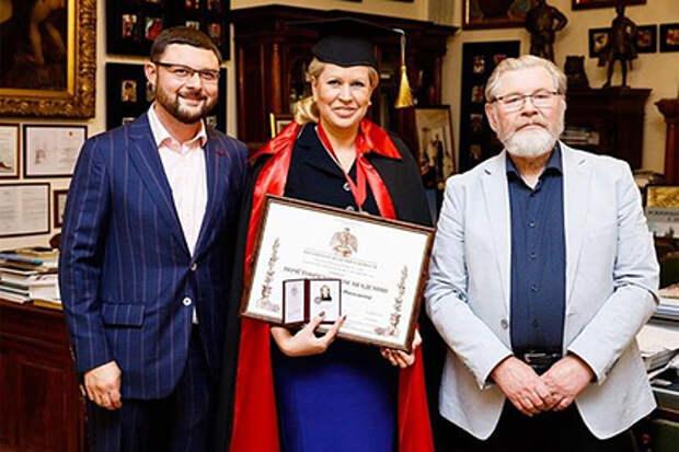 Осужденная за многомиллионную аферу Евгения Васильева стала почетным академиком