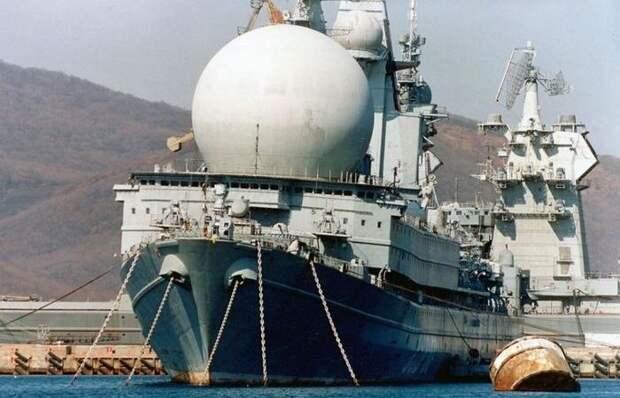 Что скрывается под загадочным огромным шаром на палубе советского корабля