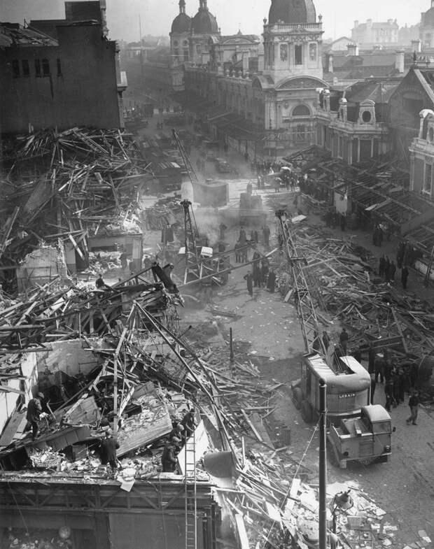 Последствия удара Фау-2 по Лондону, 9 марта 1945 года.