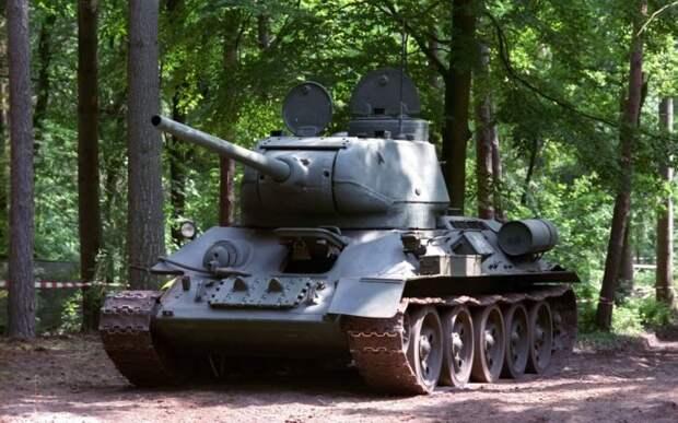 Москвич выставил на продажу танк, пушки и реактивную систему залпового огня