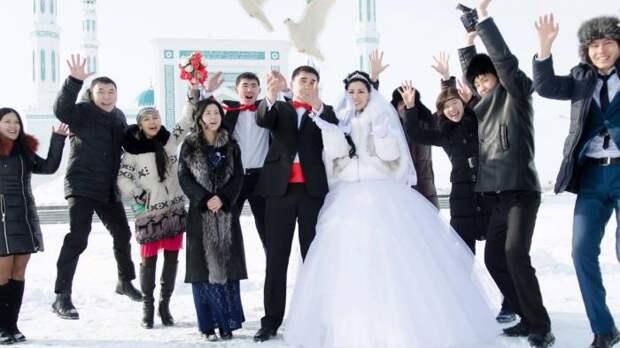 Как оригинально сфотографироваться на свадьбе (7 фото)