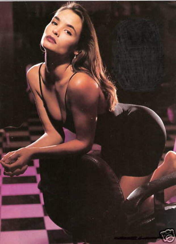 Красотка из 90-ых Талиса Сото. Принцесса Китана из «Смертельнаой битвы».