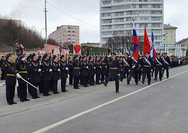 В Мурманске и Севермороске прошли первые репетиции военных парадов, посвящённых Дню Победы