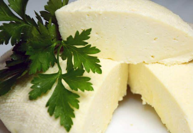 Домашний сыр за 10 минут: кипятим молоко и добавляем уксус