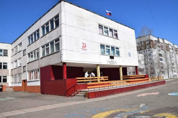 Мэр Братска Сергей Серебренников поручил организовать физическую охрану в школах Братска