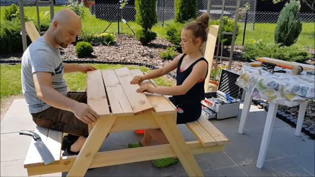 Очень удобный стол с секретом для дачного участка