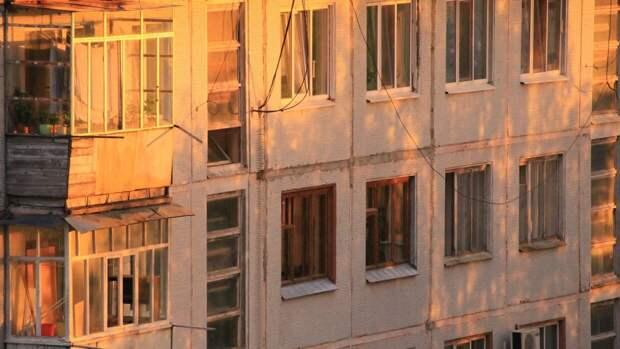 Воронежский подросток выпал с 17-го этажа жилого дома и погиб