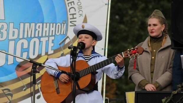 Калининградцы спели «Раскудрявый» в честь Дня Победы