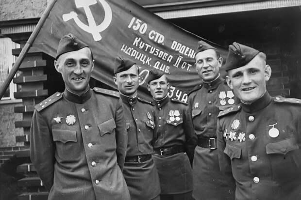 1 мая 1945 года над Рейхстагом было водружено Знамя Победы