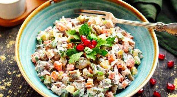Интересный салат «Русь»: отличное сочетание традиционных продуктов