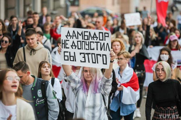 На акции оппозиции в Минске появились флаги других стран