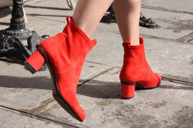Какую обувь носят парижанки: От балеток Ямамото до тапочек с овчиной