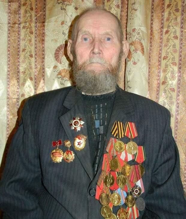 Дочь ветерана просит стереть имя и фамилию отца с мемориала. Дело в том, что он... жив Россия, Карелия, Ветераны, Великая Отечественная война