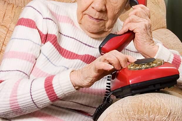 Как развлекаются пенсионерки? Звонят в скорую. Несколько сотен раз