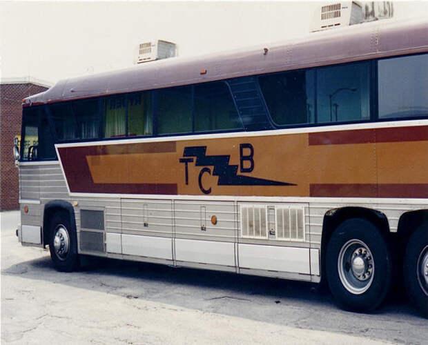 Elvis MCI bus 2