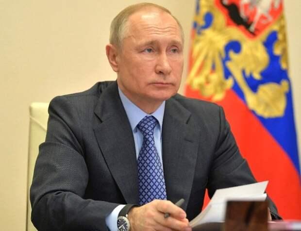 Путин освободил от должностей замглавы Минюста и замглавы СК