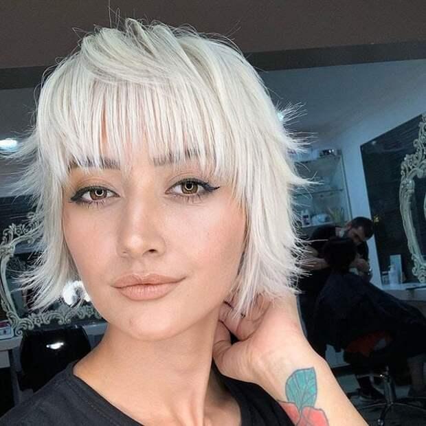 Коротко не значит не женственно: Модные стрижки на короткие волосы 2021