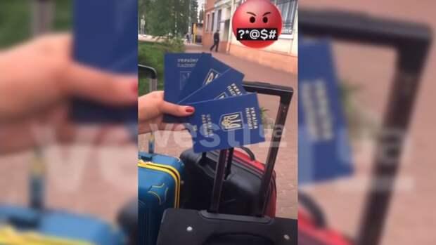 Украинка не смогла вылететь в Стамбул и от злости выбросила паспорт