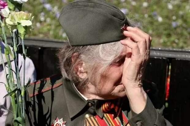 В Житомире с попустительства полицейских группа радикалов сорвала устроенное горожанами празднование Дня Победы. Соответствующую...