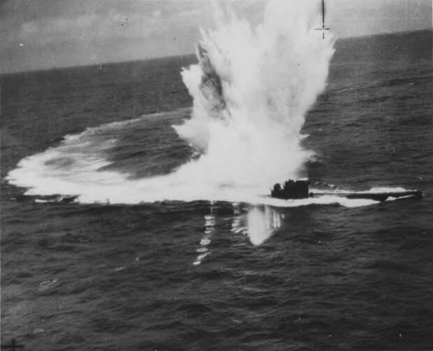 Случаи, когда подводная лодка погибла, а её командир - нет.                   И наоборот