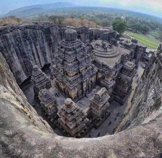 Загадка древнего индийского храма, который вырезан из цельной скалы (ВИДЕО)