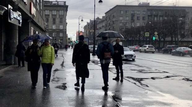 Петербуржцев предупредили о грозе и граде в воскресенье