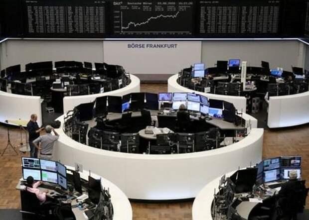 Монитор с котировками индекса DAX на Франкфуртской фондовой бирже, Германия, 3 августа 2020 года. REUTERS/Staff