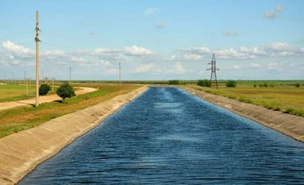 В заблокированный Северо-Крымский канал начала поступать вода с Украины