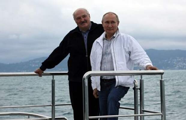 Russian President Vladimir Putin and his Belarusian counterpart Alexander Lukashenko take a boat trip off the Black Sea coast, Russia May 29, 2021. Sputnik/Sergei Ilyin/Kremlin via REUTERS ATTENTION EDITORS - THIS IMAGE WAS PROVIDED BY A THIRD PARTY.