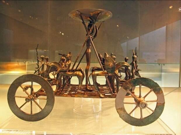 Священная колесница из Штреттвега, возраст - 2400 лет