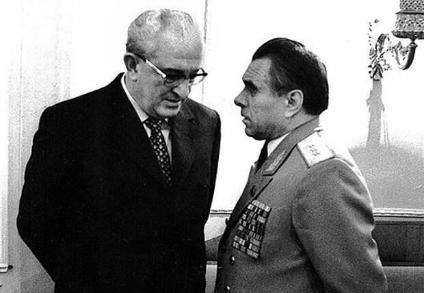 «Бронированный портфель»: какие вещи Андропов забрал у Брежнева после смерти генсека