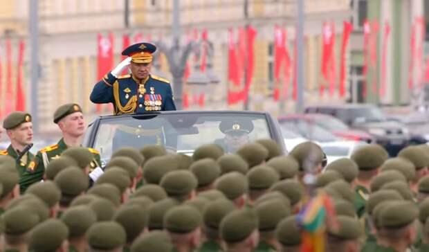 Парад Победы в Москве состоялся, несмотря на дождливую погоду